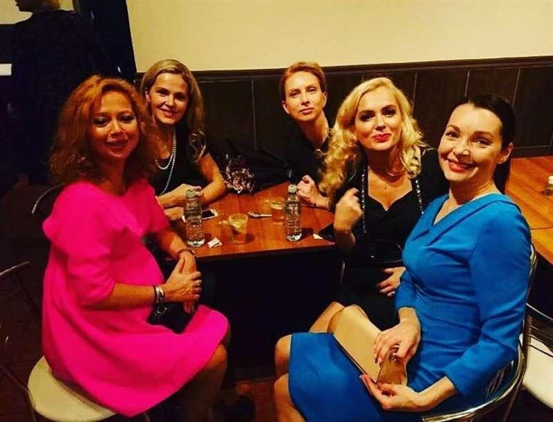 «Она это заслужила!»: Елена Захарова родила девочку