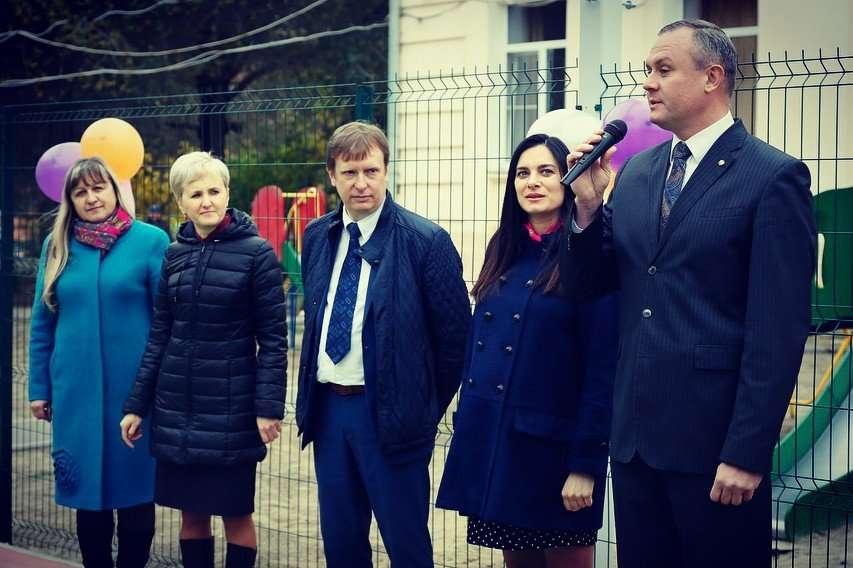 «Без сомнений, ждет второго!»: беременная Елена Исинбаева вышла в свет в облегающем платье