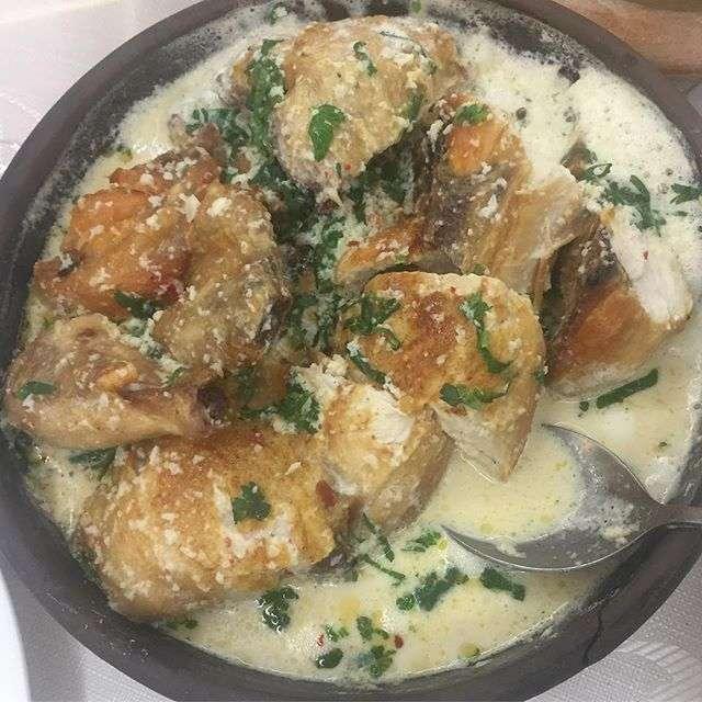 «Хозяюшка-затейница!»: Екатерина Рождественская поделилась рецептом курицы в молоке