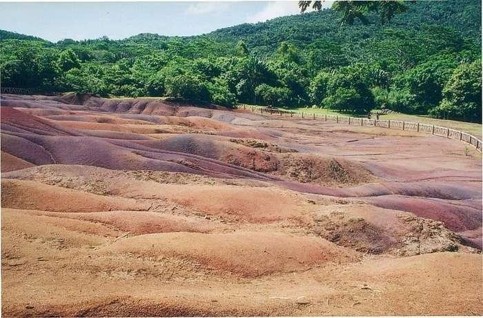 Песчаные дюны всех цветов радуги на острове Маврикия