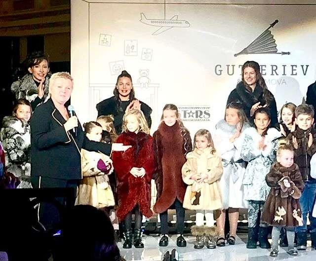 Елена Борщева вышла на подиум вместе с дочерью