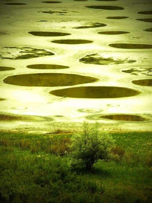Клилук. Пятнистое озеро в Канаде
