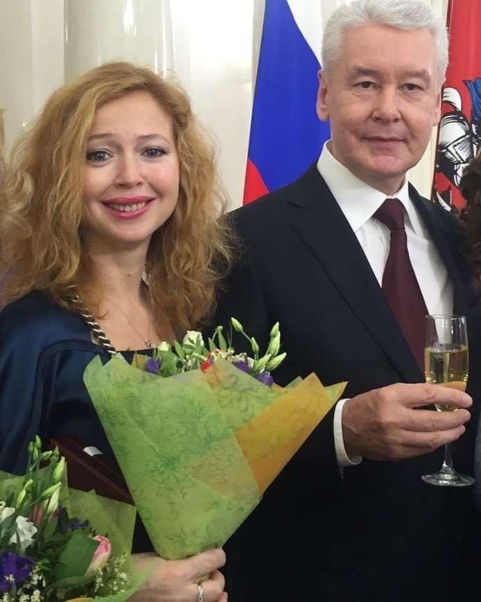 «Вы это заслужили»: Елена Захарова получила награду «Почетный деятель искусств»
