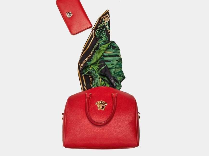 Новогодняя фабрика подарков от Versace